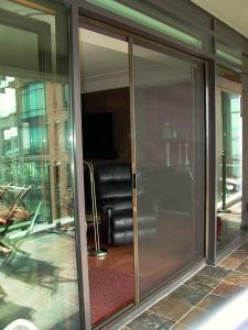 Ultraglide door retractable screen