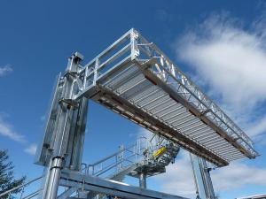 vertically elevating loading platform